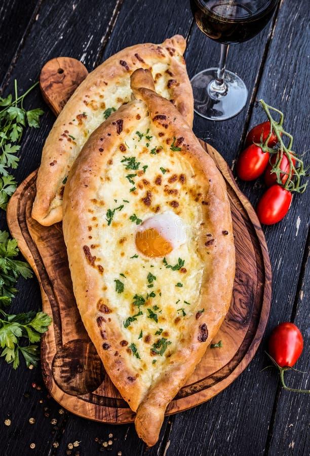 ADJARIAN KHACHAPURI - cucina georgiana fotografia stock libera da diritti