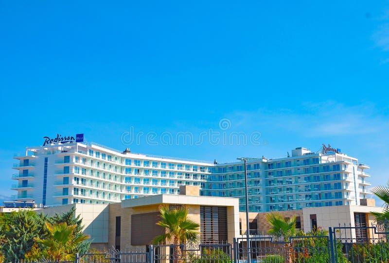 Adler, Russie - 15 octobre 2018 - hôtel Radisson bleu dans la station de vacances d'Imereti de Sotchi photographie stock
