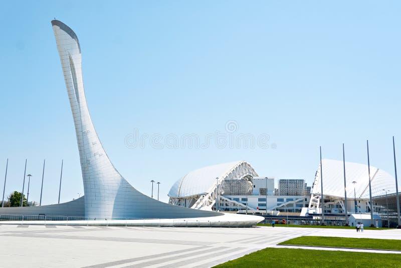 ADLER, SOCHI ROSJA, Kwiecień, - 26, 2019: Fisht pochodnia przy Sochi Olimpijskim parkiem i stadium zdjęcia stock