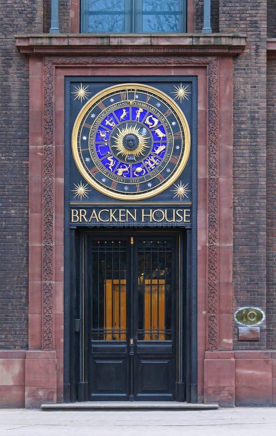 Adlerfarn-Haus-Uhr stockfotografie