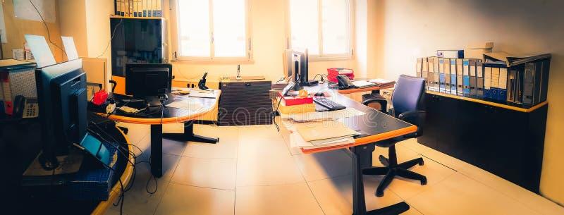 Administratieve dienst horizontaal achtergrond ouderwets echt werkplaats helder licht royalty-vrije stock afbeelding