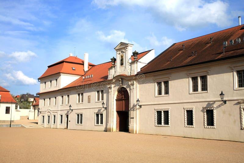 Administrativa byggnader för gammal slott i Litomysl, Tjeckien royaltyfri foto