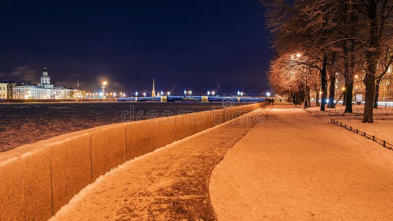 Admiralty Embankment at night in St. Petersburg royalty free stock photography