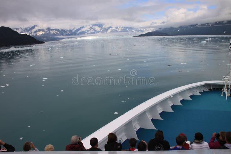 Admirando a geleira do Alasca imagem de stock