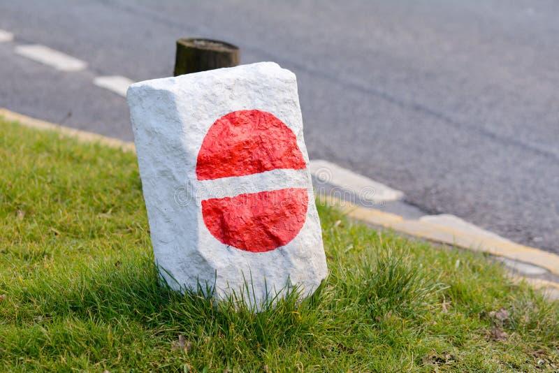 Żadny hasłowy drogowy znak malował na skale fotografia stock