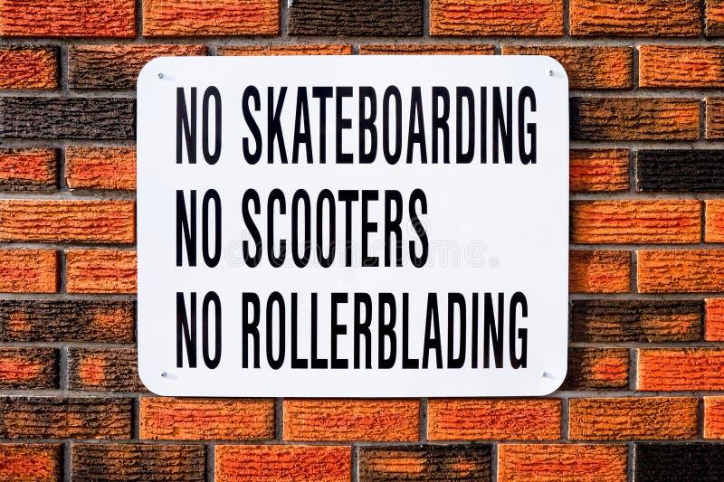 Żadny Jeździć na deskorolce, Żadny hulajnoga, Żadny Rollerblading zdjęcie royalty free