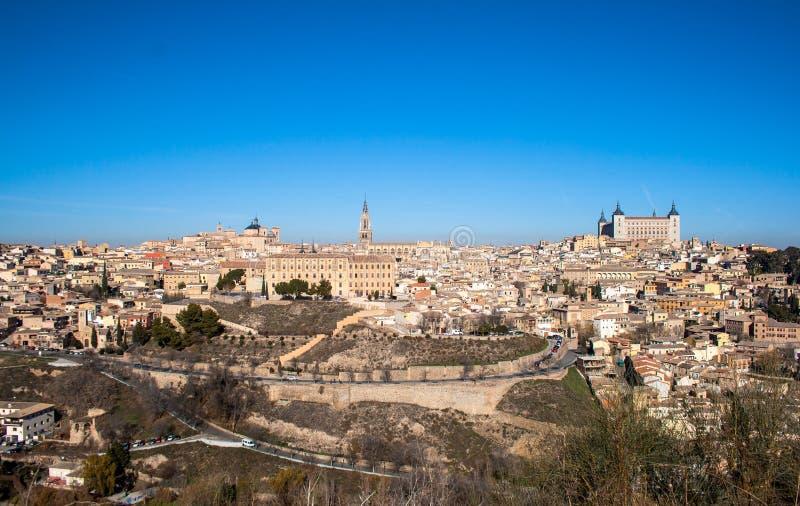 ?adny krajobraz miasto Toledo na s?onecznym dniu z ?adnym niebieskim niebem obrazy stock