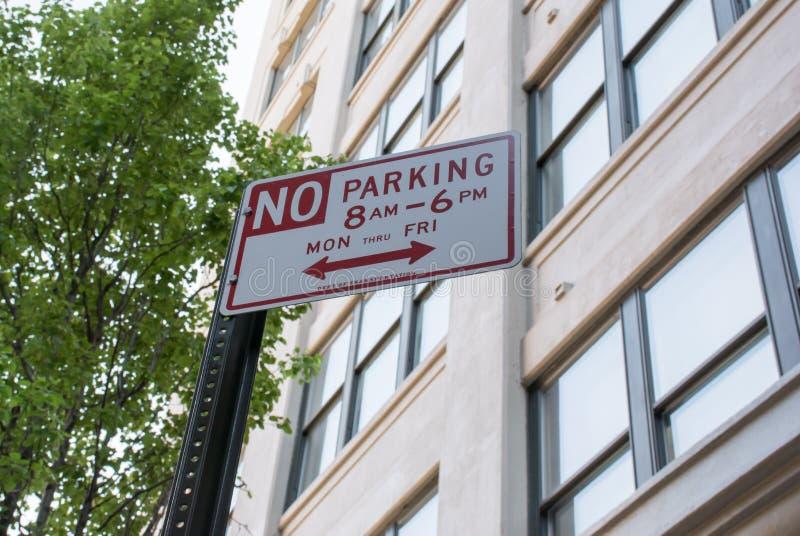 Żadny parking podpisuje wewnątrz Miasto Nowy Jork obrazy stock