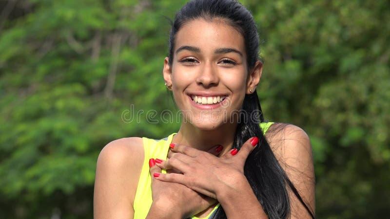 Ado colombien dans l'amour photos stock