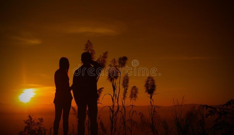 Ado de silhouette de coucher du soleil photographie stock libre de droits