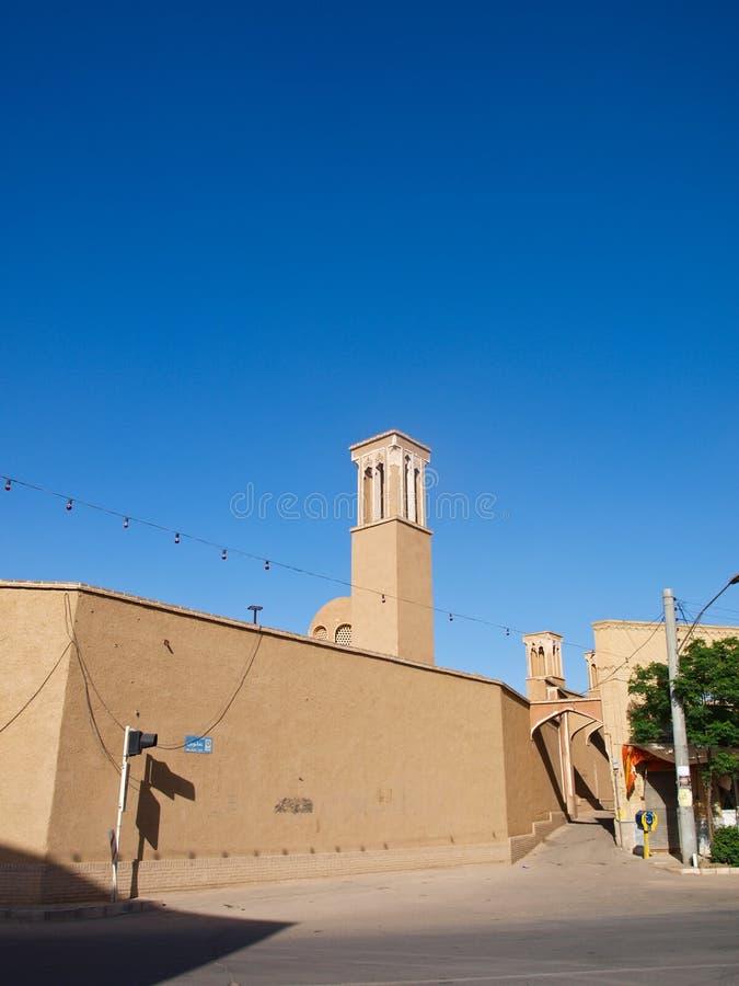 Adobe architektura na Alvavi ulicie na niebieskim niebie w Kashan Ira obrazy royalty free