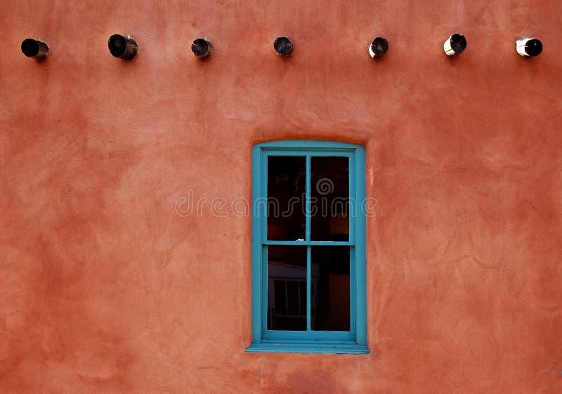 Adobe con la ventana de la turquesa fotos de archivo libres de regalías