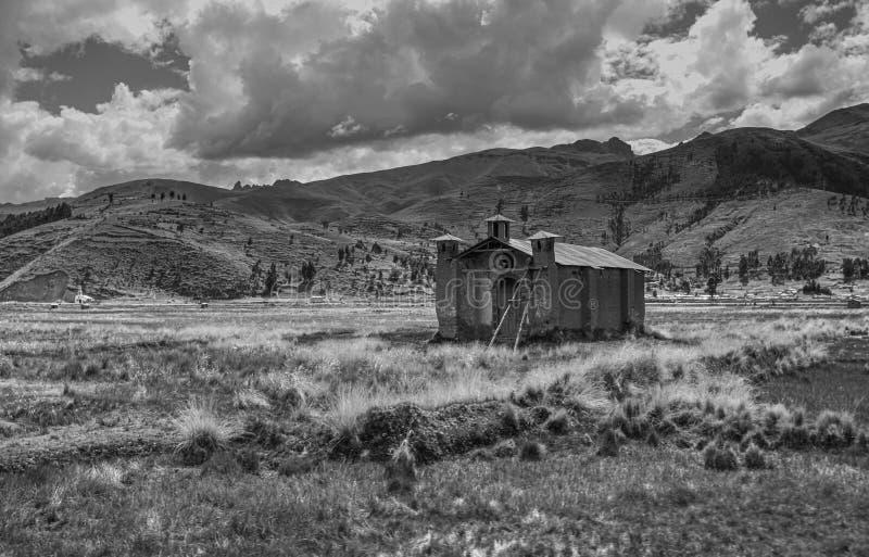 Adobe kościół W równinach Andes góry fotografia royalty free