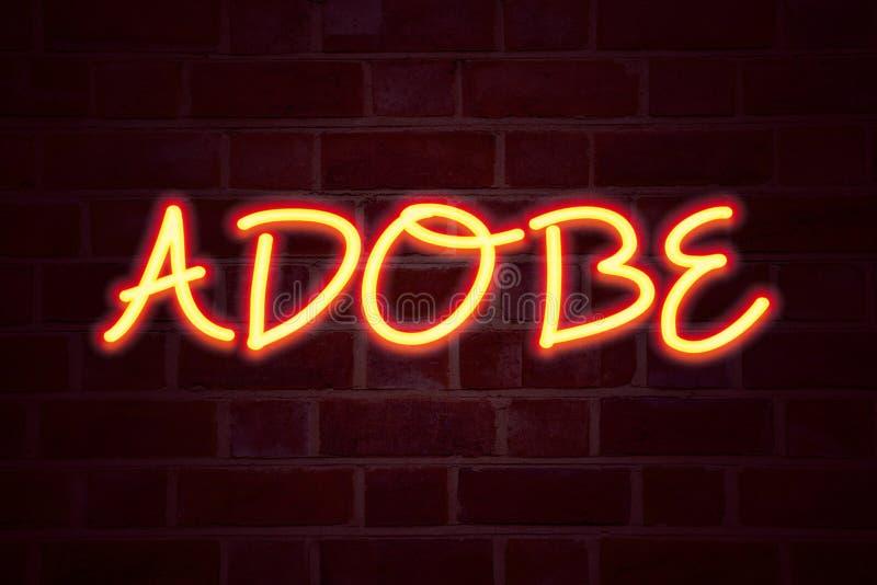 ADOBE-Leuchtreklame auf Backsteinmauerhintergrund Leuchtstoffneonröhre-Zeichen auf Maurerarbeit Geschäftskonzept für Softwareunte vektor abbildung