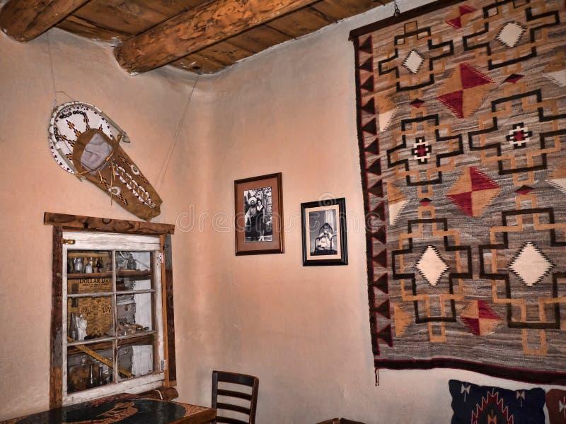 Adobe wnętrze w Santa Fe Nowym - Mexico usa fotografia royalty free