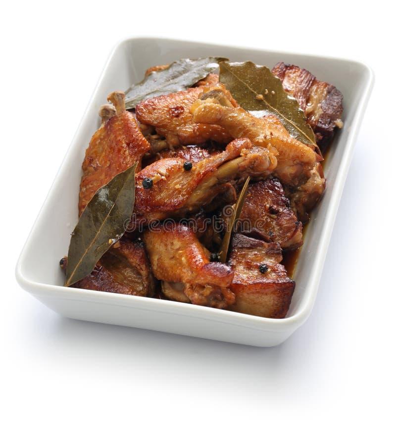 Adobo de poulet et de porc, nourriture philippine images libres de droits