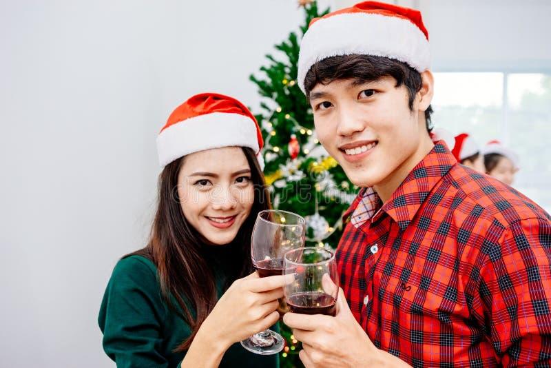 Adolescencias asiáticas en la fiesta de Navidad 2018 imágenes de archivo libres de regalías