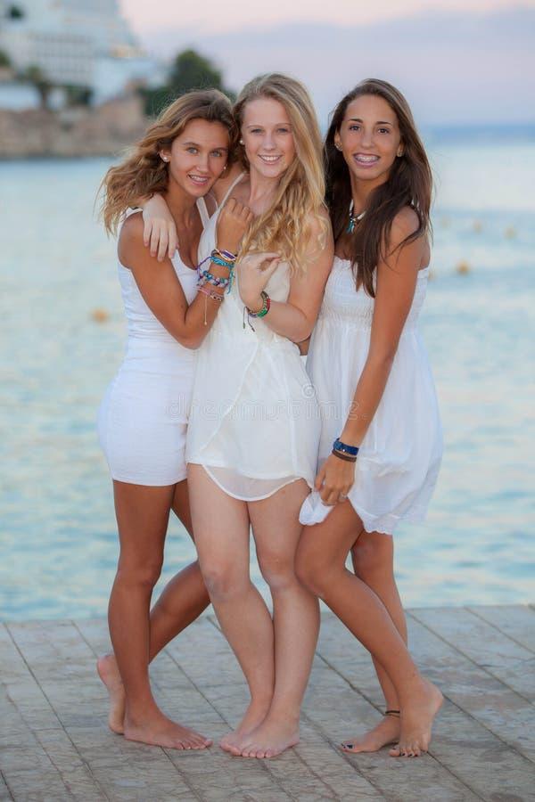 Adolescencias europeas el día de fiesta imagen de archivo libre de regalías