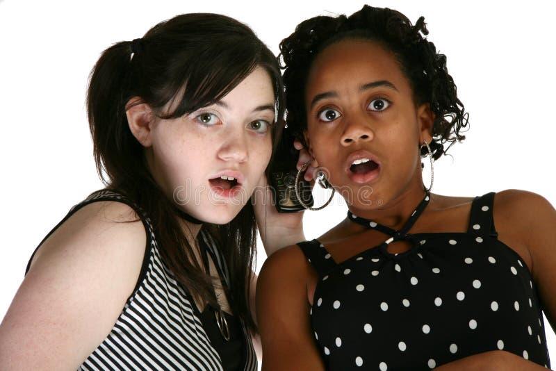 Adolescencias y teléfonos celulares imagen de archivo