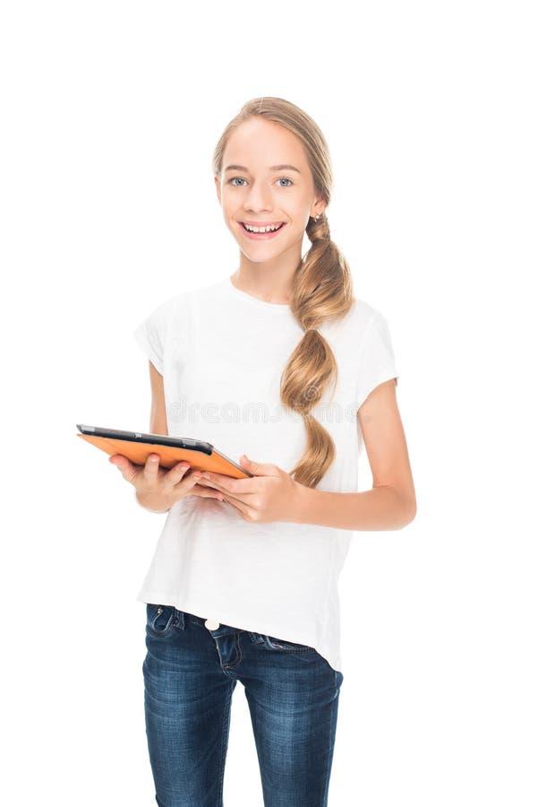 Adolescent à l'aide du comprimé numérique photo libre de droits