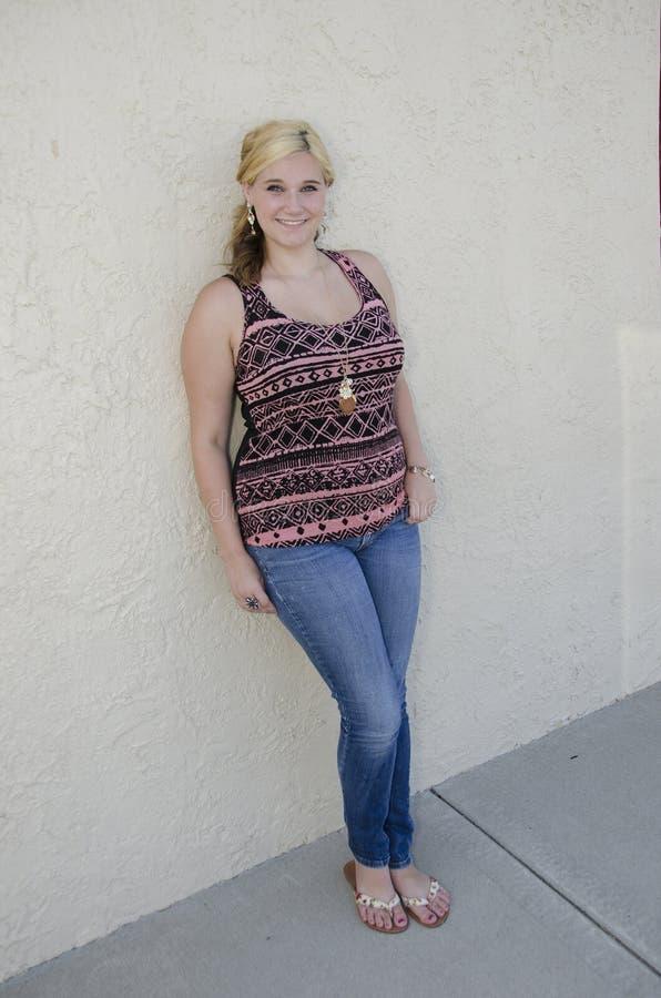 Adolescent assez blond image stock