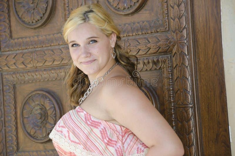 Adolescent assez blond images stock