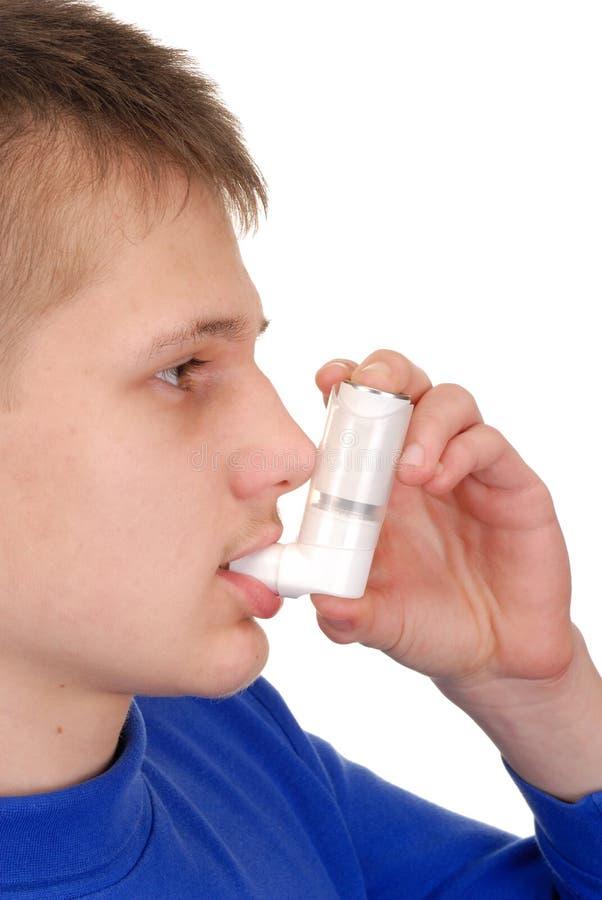 Adolescent avec l'inhalateur photographie stock