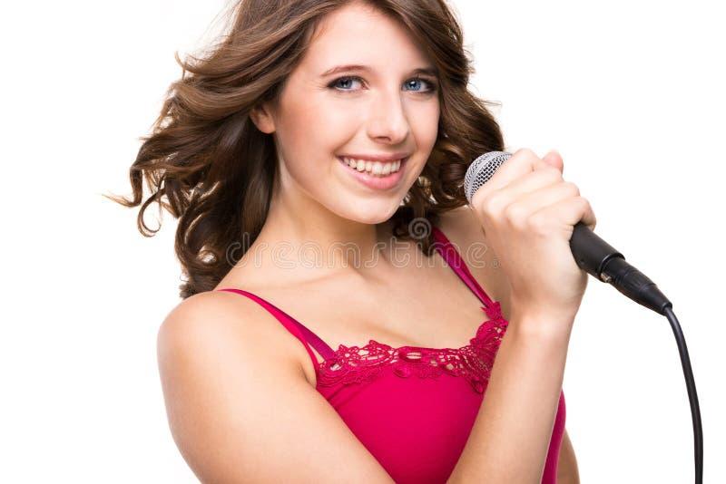 Adolescent avec le microphone
