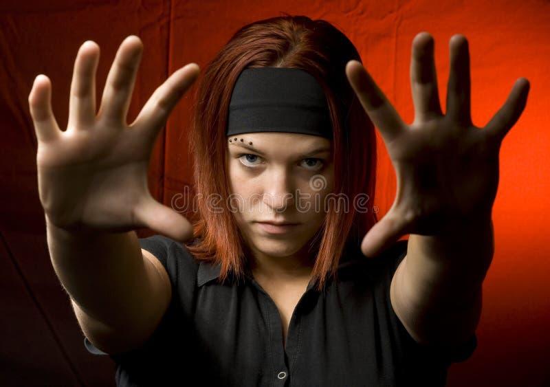 Adolescent avec ses mains contre l'appareil-photo images libres de droits