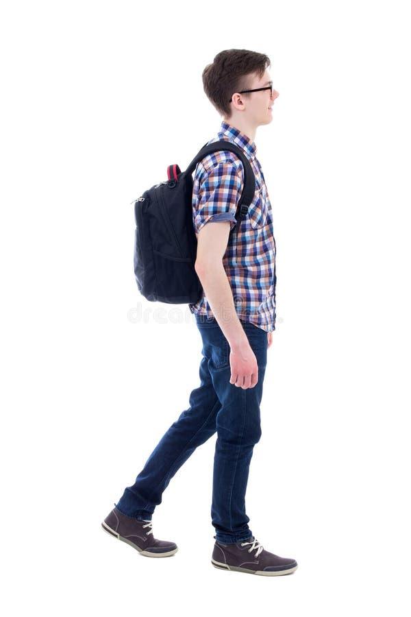 Adolescent bel avec la marche de sac à dos d'isolement sur le blanc photo stock