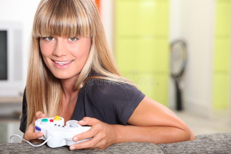 Adolescent Jouant Des Jeux Vidéo Image libre de droits