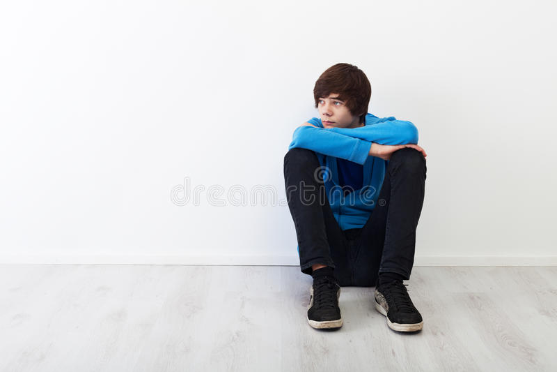 Adolescent pensif image stock