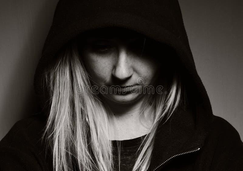 Adolescent rebelle dans le capot photographie stock libre de droits