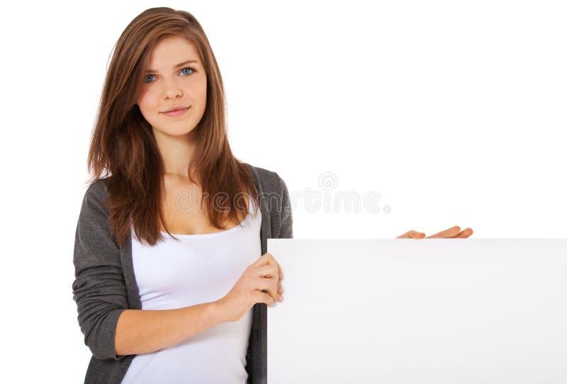 Adolescente accanto al segnaposto bianco fotografie stock libere da diritti