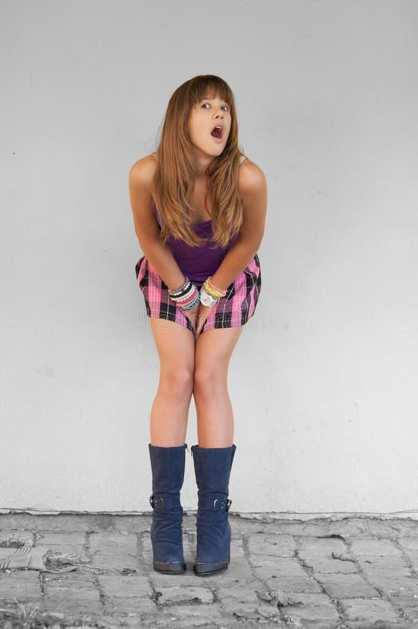 Adolescente alla moda sorpreso immagini stock