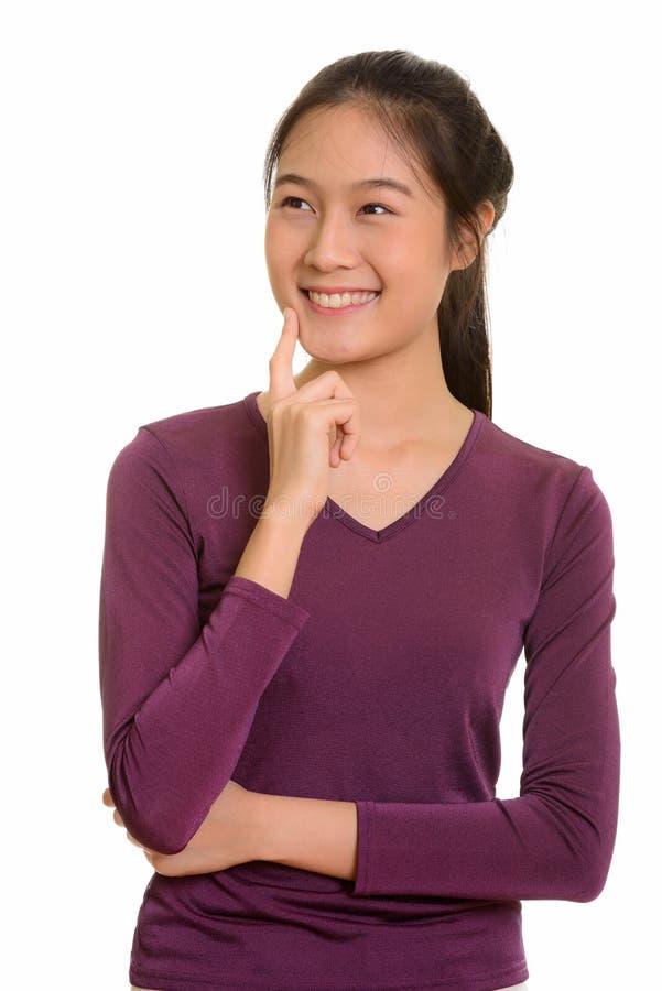 Adolescente asiático feliz novo que sorri e que pensa imagens de stock royalty free