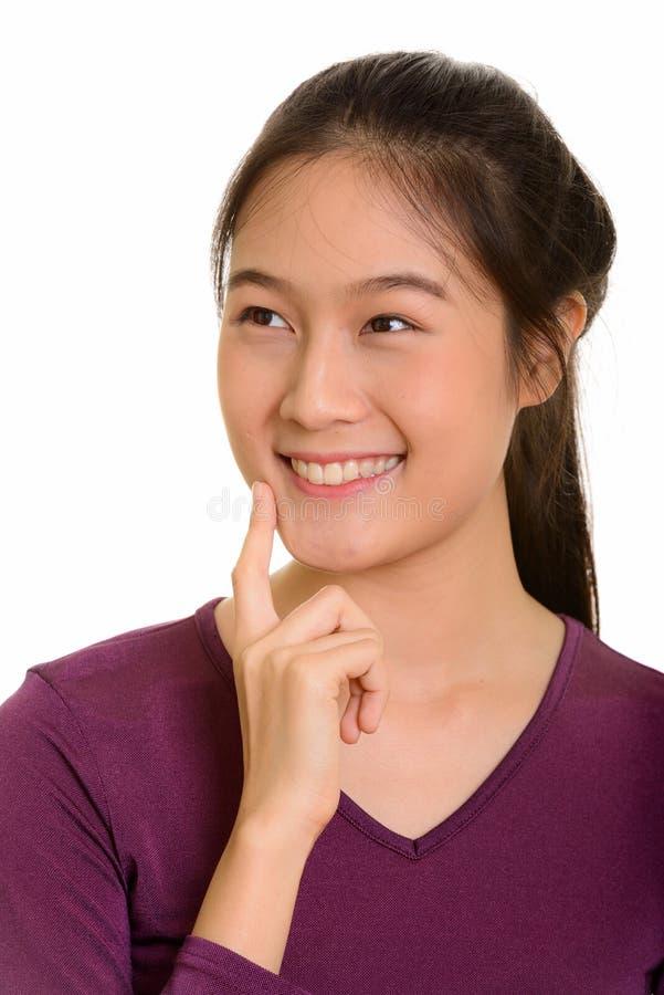 Adolescente asiático feliz novo que sorri e que pensa fotos de stock royalty free