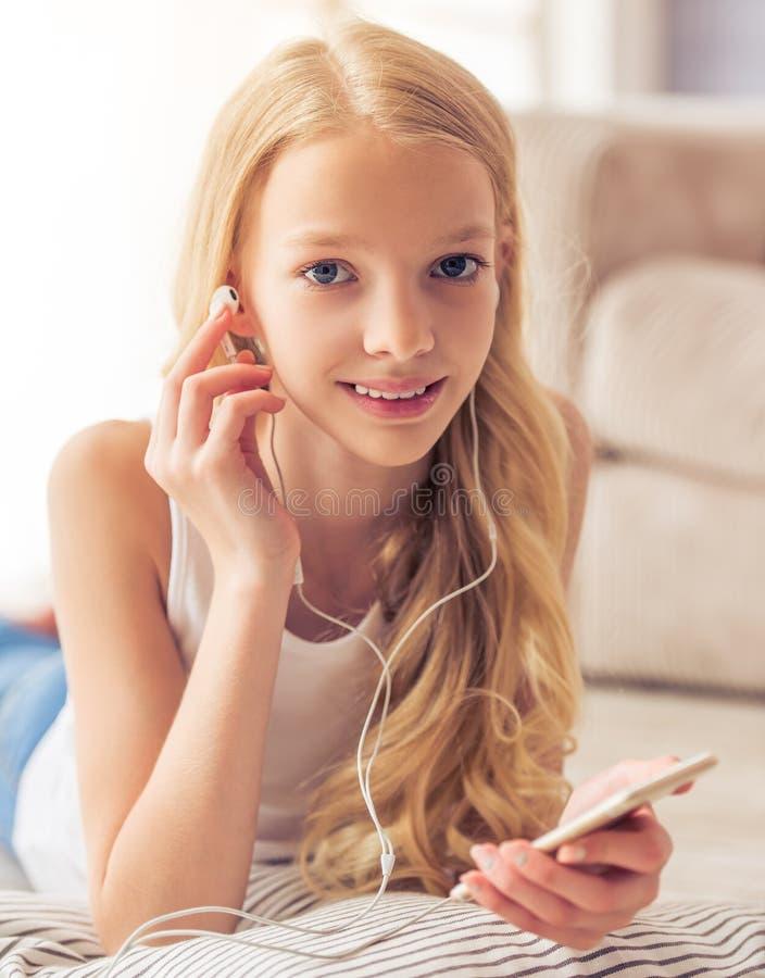 Adolescente avec l'instrument photos stock