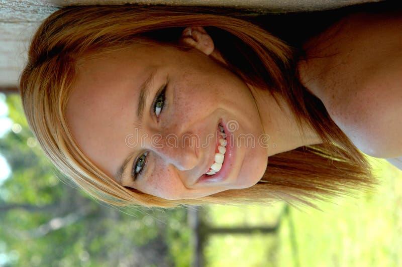 Adolescente bastante feliz fotografía de archivo