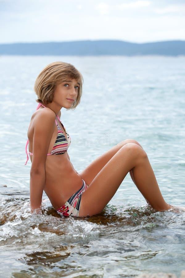 Adolescente in bikini fotografia stock libera da diritti