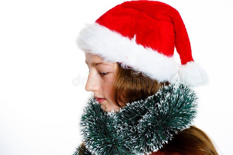 Adolescente bonito no chapéu vermelho de Santa com caixa de presente fotos de stock