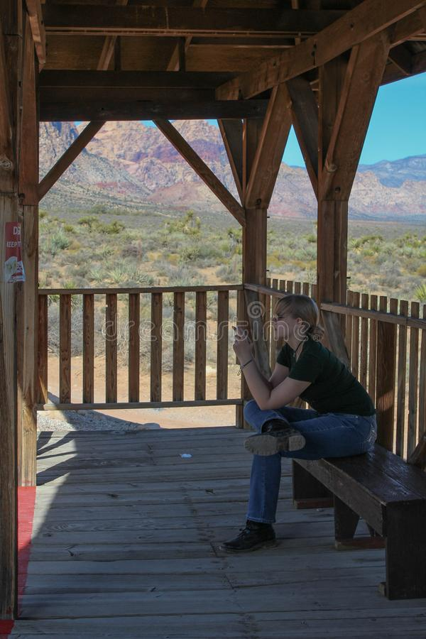 Adolescente a Bonnie Springs Train Station fotografia stock libera da diritti