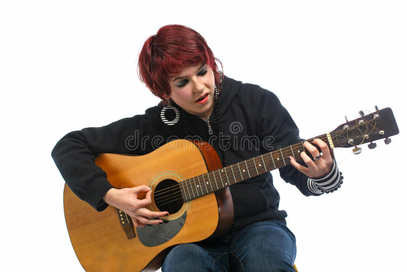 Adolescente che impara giocare chitarra fotografie stock libere da diritti