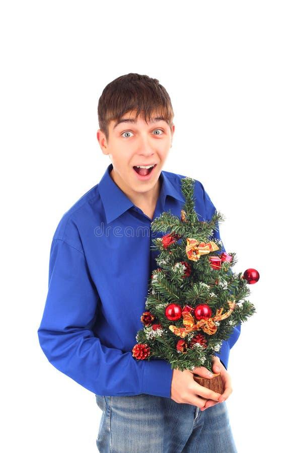 Adolescente com árvore de Natal fotos de stock royalty free