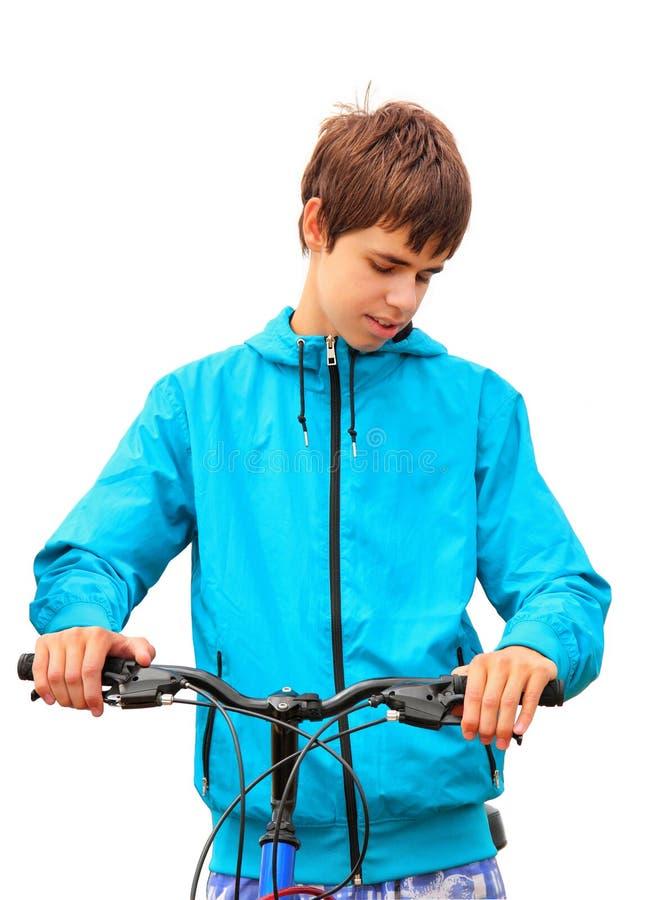 Adolescente com a bicicleta no branco fotos de stock