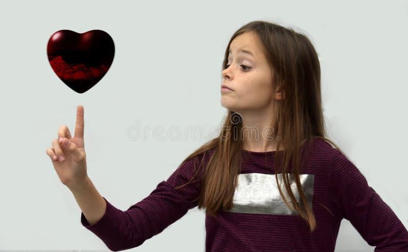 Adolescente com coração fotos de stock