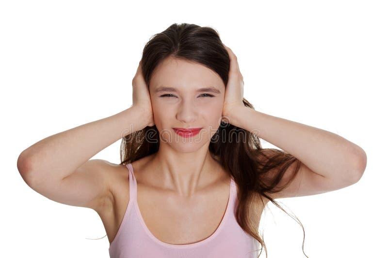 Adolescente com mãos nas orelhas fotos de stock