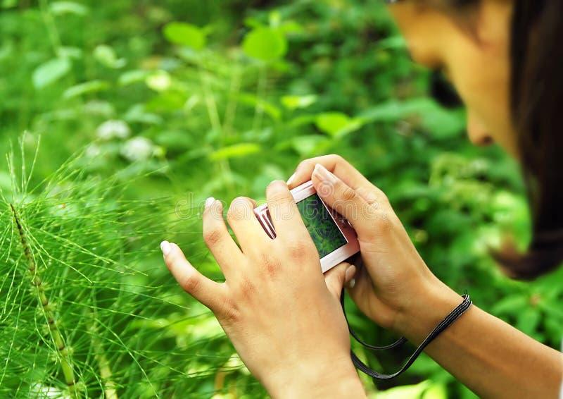 Adolescente com uma câmera foto de stock royalty free