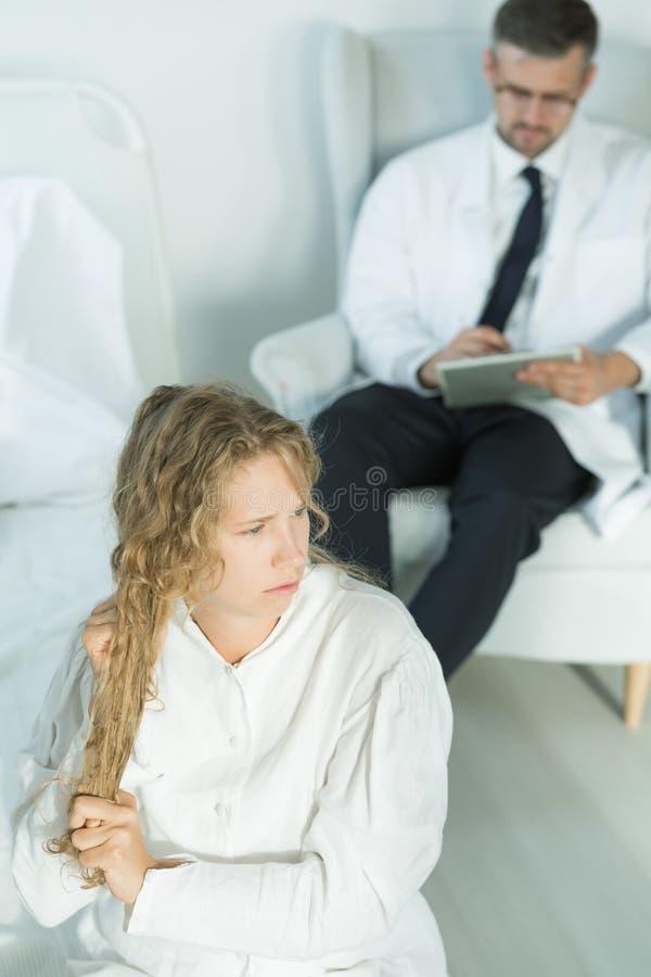 Adolescente com uma doença bipolar imagem de stock