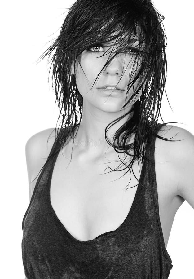 Adolescente con capelli sudici bagnati immagine stock